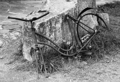 bicicleta-oxidada-abandonada-32056102
